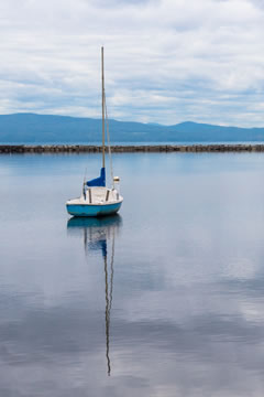 lake_champlain_anchored_boats